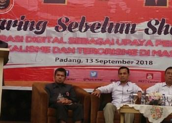 Kegiataln Literasi Digital yang diadakan FKPT Sumbar dalam pencegahan kasus terorisme dan radikalisme di Hotel Pengerah Beach, Padang, Kamis (13/9). (rin)