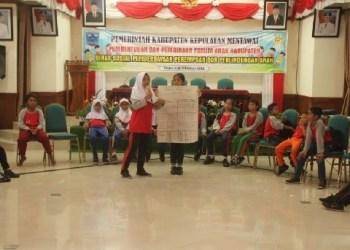 Anak-anak Mentawai yang tergabung dalam Forum Anak Kab.Mentawai. (ers)