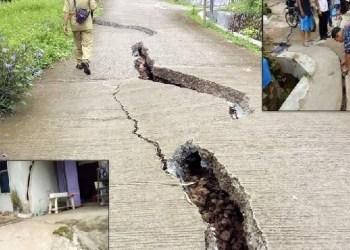 Jalan terban akibat banjir di Sawahlunto. (tumpak)