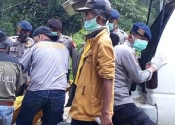Penemuan jenazah korban banjir bandang di Tanjuang Bonai, Lintau Buo. Kab.Tanah Datar. (ist)