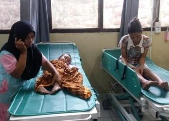 KOrban yang dirawat akibat tertabrak mobil official TdS. (riki)
