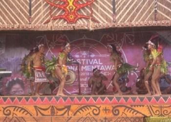 Tari tradisional Mentawai dalam FPM 2018. (ers)
