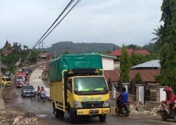 Arus lalu lintas di jalur utama di Kota Sawahlunto. (tumpak)