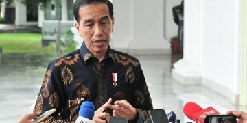 Presiden Jokowi menjawab wartawan soal Abu Bakar Baasyir, di halaman Istana Negara, Jakarta, Selasa (22/1) siang. (Foto: Humas)