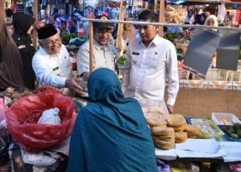 Kondisi jual beli di Pasar Sawahlunto. (tumpak)