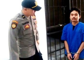 Pelaku penipuan di Koperasi Mabes Sawahlunto saat akan diserahkan ke JPU. (tumpak)