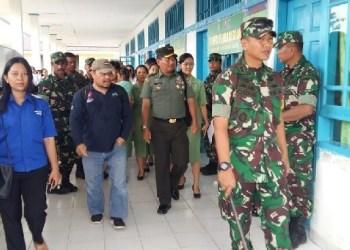 Dandim Mentawai menghadiri baksos kesehatan yang diadakan dalam rangka TMMD ke 104 di Mentawai. (ers)