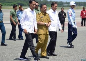 Presiden Jokowi disambut Wagub Kaltim Hadi Mulyadi saat tiba di Bandar Udara Sultan Aji Muhammad Sulaiman Sepinggan, Kota Balikpapan, Kaltim, Selasa (7/5) siang.(Foto: Humas)