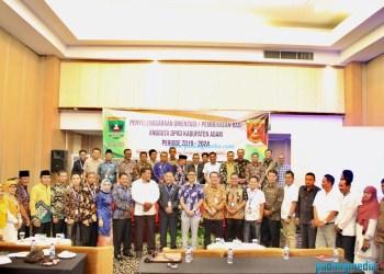 Gubernur Sumbar Irwan Prayitno foto bersama peserta orientasi