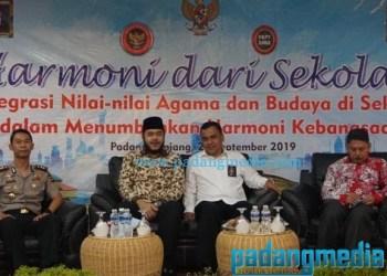 Walikota Padang Panjang Fadly Amran bersama Kasubdit Propaganda BNPT Kolonel Sujatmiko, Kapolres Padang Panjang AKBP Sugeng Haryadi dan Ketua FKPT Sumbar Dr. Zaim Rais