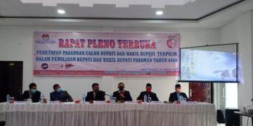 Rapat pleno penetapan paslon bupati - wakil bupati terpilih Pilkada Pasaman tahun 2020. (Riki)