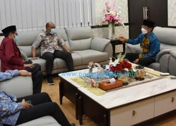 Ketua DPRD Sumbar Supardi menerima kunjungan Pj Gubernur Sumbar Hamdani, Jumat (19/2/2021). (Humas DPRD)