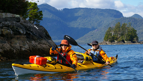 How to dress for kayaking in cold weather