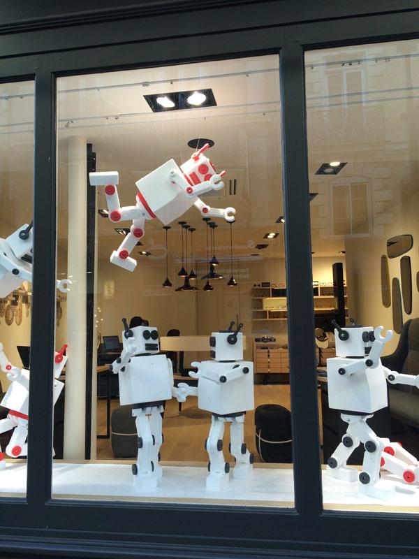 vitrine robots, visual merchandising, opticiens colliaux, rennes, pade design