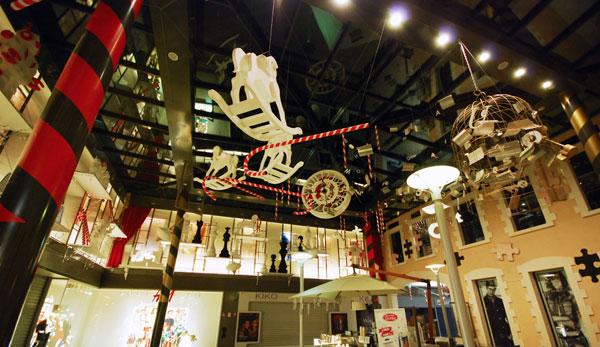 scénographie, mise en espace, visual merchandising, présentation, décor, décoration, visitation, centre commercial, wonderland, alice au pays des merveilles, cheval, sucre d'orge,