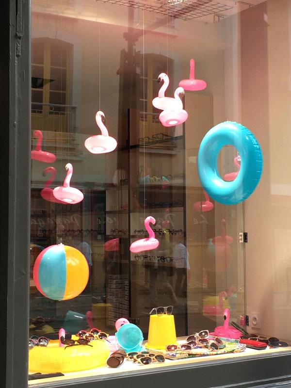 padedesign, design, scénographie, vitrine, espace, visual merchandising, décor, vente, présentation, boutique, aménagement, flamand rose, floride, bouée, soleil