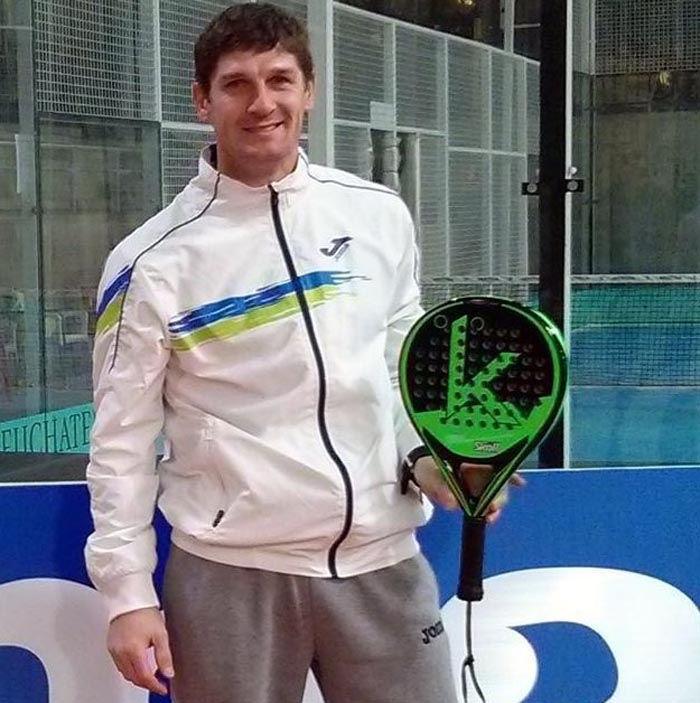 Toto Calneggia, nuevo jugador Skoll Padel.