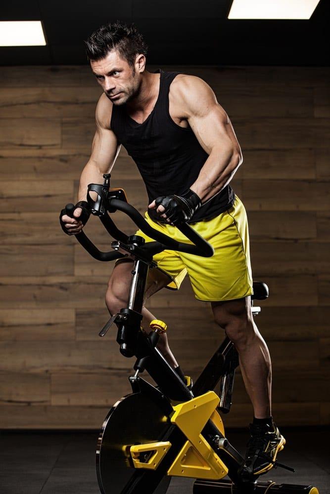 bicicleta eliptica Ventajas y beneficios del entrenamiento con máquinas de cardio