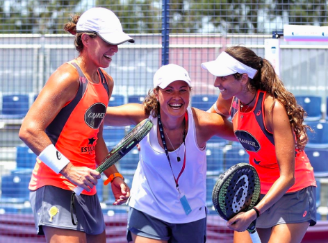 Triay e Sainz con Marcela Ferrari. | Foto: World Padel Tour