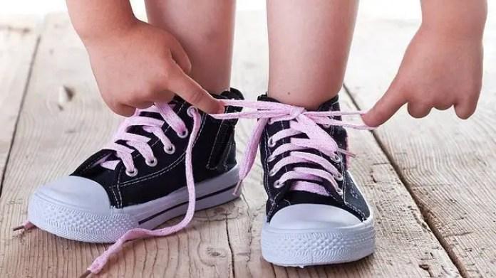 viajar-con-hijos-zapatos