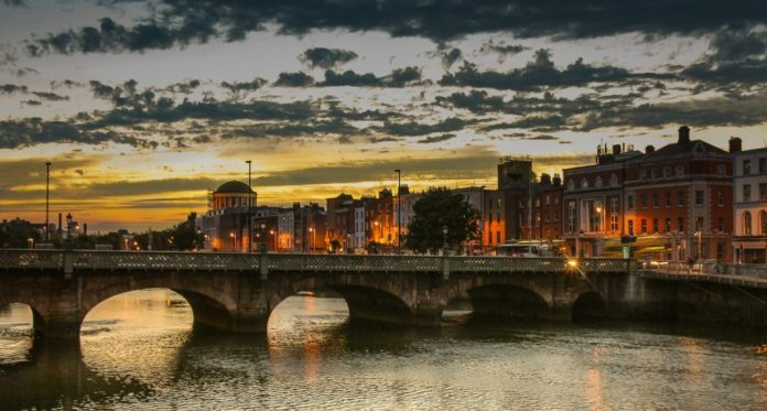 vivir solo en dublín rio Liffey