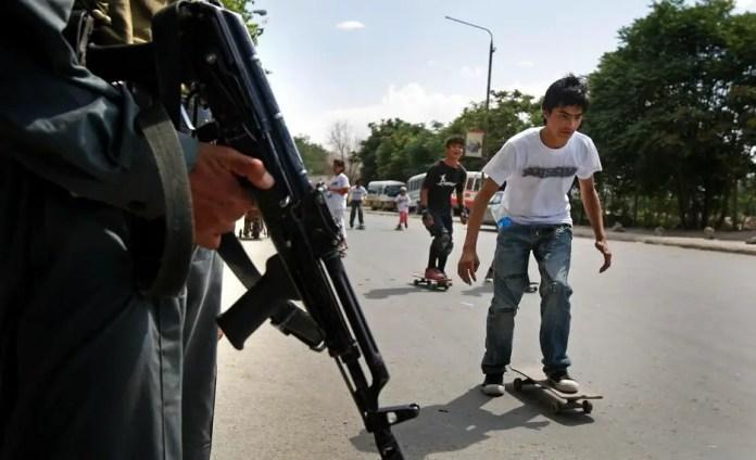 niños skaters