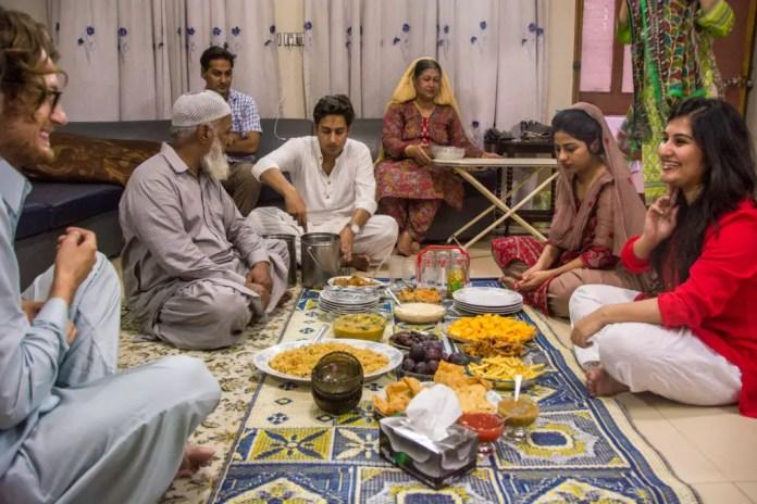 cuanto cuesta un viaje de mexico a pakistan
