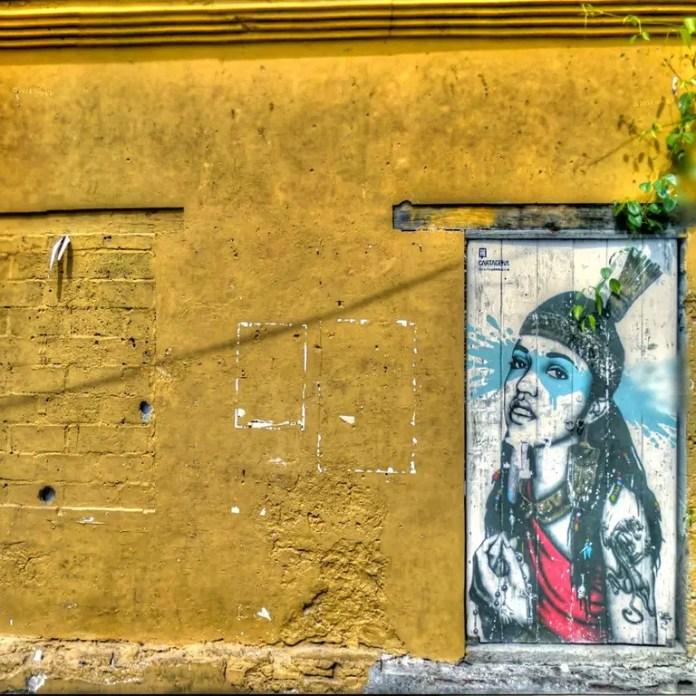 Es conocido por su arte callejero y murales