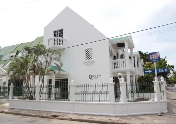 Voluntario en recepción de hostal Cartagena
