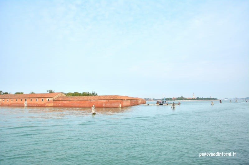 Lazzaretto Vecchio di Venezia - vista dal Lido ©RobertaZago padovaedintorni.it