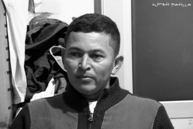 """""""Se extraña mucho a la familia, pero todo esto lo hago por ellos"""" Oscar Hernández, 34 años, Honduras."""