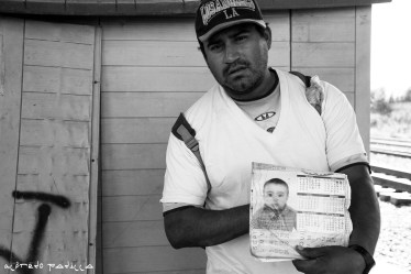 """""""Esta es la foto de mi hijo, si me pasa algo al menos será a la ultima persona conocida que pueda ver"""" Guillermo Pérez, 32 años, México."""
