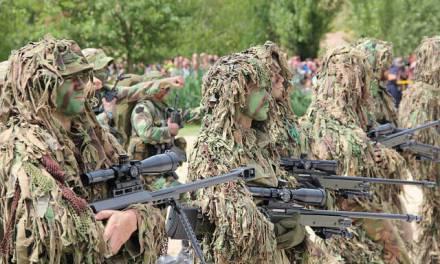 Um canteiro – soldado – prisioneiro de guerra – chefe de guardas.