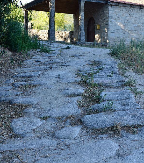 Vias antigas em Alpedrinha 2 por Lrocha - Obra do próprio. Licenciado sob CC BY-SA 3.0, via Wikimedia Commons - httpscommons.wikimedia.orgwikiFileVias_antigas_em_Alpedrinha_2.jpg#mediaFileVias_antigas_em_Alpedrinha_2.jpg