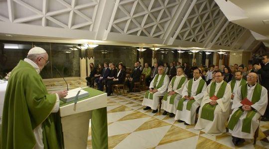 Franciszek na Mszy we wtorek: nie ma bezgrzesznych świętych