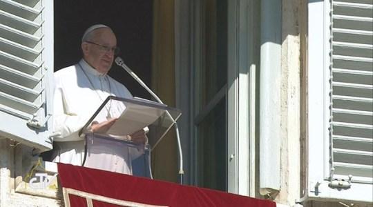 Papież na Anioł Pański: misją Jezusa jest ewangelizacja ubogich