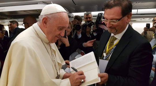 Papieski autograf  (Vatican Service News-29.11.2017)