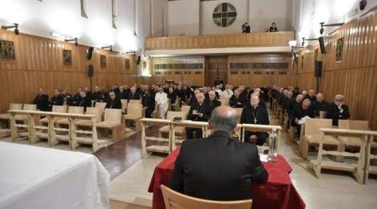 Pierwszy dzień papieskich rekolekcji (Vatican Service News - 19.02.2018)