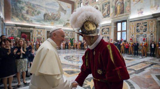Ojciec Święty u Gwardzistów Szwajcarskich (Vatican Service News - 04.05.2018)