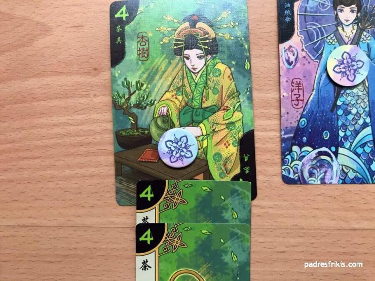 El jugador ha obsequiado con 2 objetos a la Geisha verde
