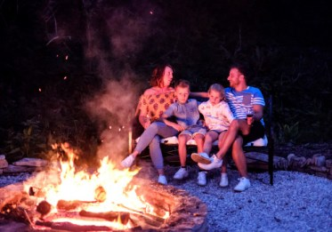 Padstow-creek-holiday-accommodation-cornwall-luxury-glamping-firepit-at-night-12