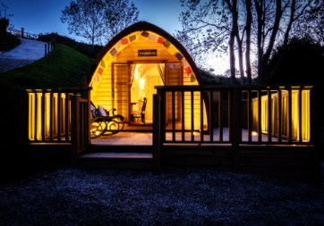 Padstow-creek-holiday-accommodation-cornwall-luxury-glamping-firepit-at-night-8
