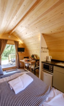 Padstow-creek-holiday-accommodation-cornwall-luxury-glamping-pods-padstow-tall-6