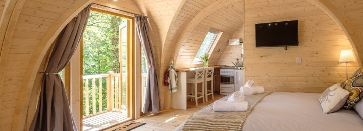 Padstow-creek-holiday-accommodation-cornwall-luxury-glamping-pods-padstow-extra-large-Super-Pod-hero2-6