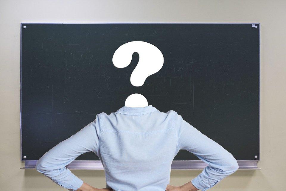 GS-Lehrerin mit Fragezeichen