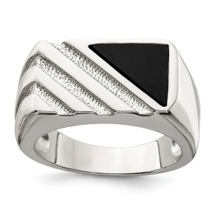 Men's sterling silver, triangular shaped, onyx ring. This ring is further accented by diagonal, etched, stripes and has a polished finish.