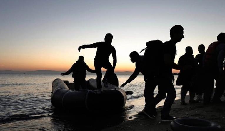 Έφτασε στο Λατσί με ασφάλεια το πλοιάριο με τους μετανάστες