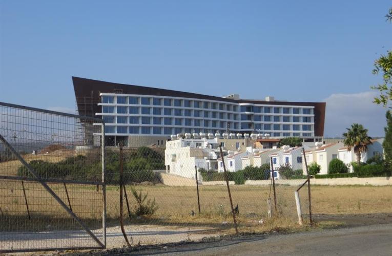 Παράνομο το νέο ξενοδοχείο στο Λατσί