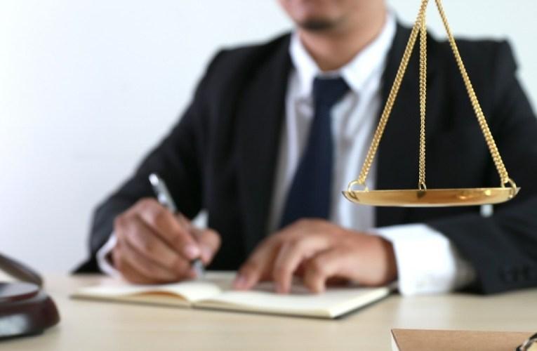 Αυτά τα γραφεία ελέγχονται από τον Δικηγορικό Σύλλογο για παρατυπίες