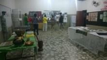 Membro do Coral Petrobras visita nossa exposição antes do concerto.